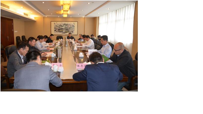 与会代表在听取和审议沈旭东秘书长的工作报告
